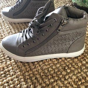 619c1ffd148 Steve Madden Shoes - STEVE MADDEN womens Eiris high top sneakers 👟